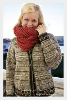 Billedresultat for strikket kofte Fair Isle Knitting, Loom Knitting, Hand Knitting, Knitting Designs, Knitting Patterns, Caron Yarn, Norwegian Knitting, Nordic Sweater, Dere