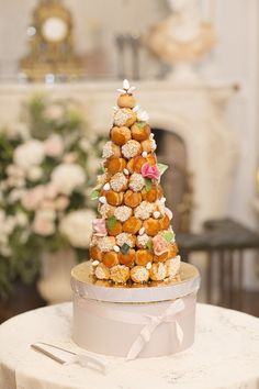 Intimate Chateau la Durantie Real Wedding, bride wore Vera Wang gown with flowers by French Flower Style. Captured by Jessica Lund Photography French Wedding Cakes, Wedding Cake Images, French Wedding Style, Croquembouche, French Flowers, Wedding Cake Inspiration, Great Desserts, Flower Fashion, Amazing Cakes