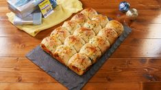 Cheesy Garlic Butter Rolls Cheesy Garlic Butter Rolls Are SO Worth The CarbsDelish Butter Roll Recipe, Rolls Recipe, Bread Recipes, Cooking Recipes, Bread Bun, Bread Baking, Garlic Butter, Love Food, Holiday Recipes