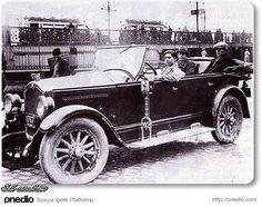 Kadın taksi sürücüsü, Eminönü,1930