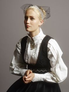 FANTASISTAKKER | Eva Lie Design AS Folk Costume, Costumes, Going Out Of Business, Medieval Dress, Traditional Dresses, Fashion Dresses, Culture, Lady, How To Wear