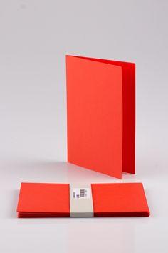 Punaisia A5 kokoisia taitekorttipohjia 10 kpl. 1,50€/pkt.