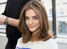 Perfect blowout of medium brown hair with blonde highlights #blowout #brunette #highlights #hair