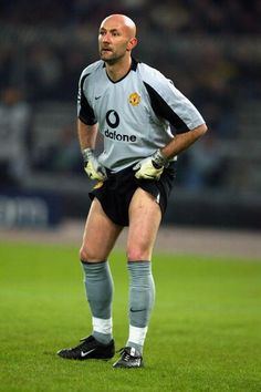 Fabien Barthez, Manchester United, became a race car driver after his football career.