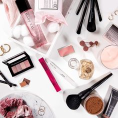 Imagenes Mary Kay, World Emoji Day, Mary Kay Party, Beauty News, Beauty Stuff, Beauty Consultant, Flawless Face, Makeup Remover, Fragrance
