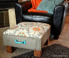 10 New Uses for Old Dressers Old dresser drawers can be transformed into a cushy ottoman Furniture Blog, Diy Ottoman, Redo Furniture, Furniture Hacks, Diy Furniture Hacks, Repurposed Furniture, Chair And Ottoman, Old Drawers, Diy Drawers