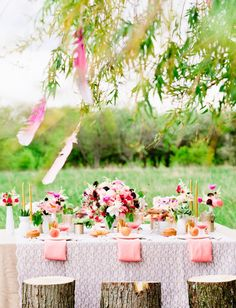 pretty outdoor brunch with tree stump stools Bohemian Party, Party Entertainment, Party Fashion, Boho Wedding, Party Planning, Just In Case, Party Time, Bridal Shower, Brunch