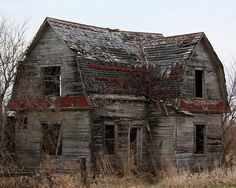 House Old Abandoned Ghosts Ideas Abandoned Farm Houses, Old Abandoned Buildings, Old Farm Houses, Abandoned Castles, Abandoned Mansions, Old Buildings, Abandoned Places, Old Mansions, Interesting Buildings