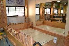 Resultat d'imatges de escola martinet Preschool Block Area, Kindergarten Design, Play Spaces, Reggio Emilia, Learning Environments, Reading Nook, Corner Bathtub, Montessori, Design Inspiration