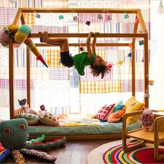 Está pensando em montar um quarto montessoriano para o bebê ou criança mas, não quer gastar muito dinheiro? Então, corre ver estas idéias aqui!