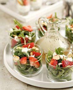 ▷ 1001 + leckere und schnelle Brunch Ideen und Rezepte Ruccola strawberry salad salad presented deli Appetizer Salads, Appetizer Recipes, Appetizer Ideas, Party Salads, Party Drinks, Tea Party Foods, Fruit Party, Appetizer Party, Dessert Drinks