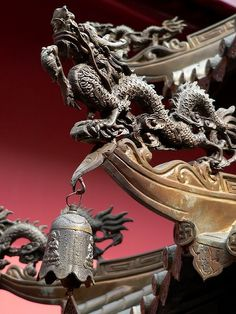 Dragon on the roof of an incence burner in a temple in Singapore. New Chinese, Chinese Culture, Chinese Style, Arrow Tattoo, Dragon Dreaming, Chinese Dragon Tattoos, Chinese Element, Asian Architecture, Year Of The Dragon
