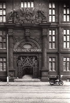 Liverpool Sailors' Home 1941 Liverpool Docks, Liverpool History, Liverpool Home, Liverpool England, Old Pictures, Old Photos, Salford, Most Beautiful Cities, Historical Pictures