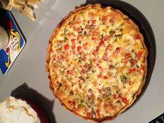 moutarde, poivre, oeuf, crème, tomate, farine, mozzarella, pâte brisée, persil, sel, thon, basilic