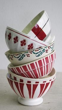 Right! I have to start a collection of red café au lait bowls....