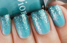 Uñas decoradas color turquesa, uñas decoradas color turquesa brillo.   #uñasdecolores #unghiecolore #tonosdeuñas