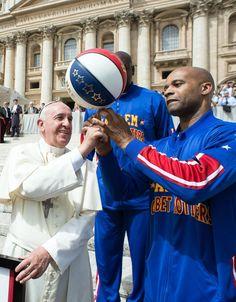 El papa se reúne con los jugadores de los Harlem Globetrotters