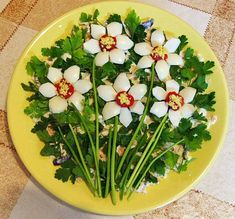 Díszítik a saláta, mint Daisies Finger Food Appetizers, Appetizers For Party, Appetizer Recipes, Salad Recipes, Food Design, Grilled Italian Chicken, Roasted Eggplant Dip, Edible Food, How To Eat Better