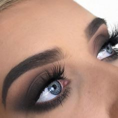 #anastasiabrows @elliehowell Using #dipbrow in Ash Brown