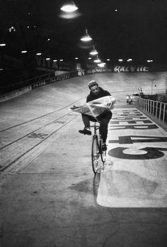 Henri Cartier-Bresson Vélodrome d'Hiver. Six-day races, 1957.