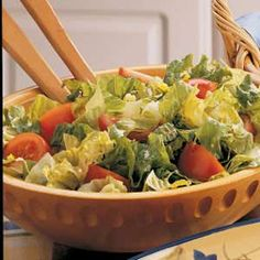 Tomato Tossed Salad - shredded lettuce, tomatoes, oil and vinegar salad dressing, minced chives, dried thyme - Strict Candida Diet