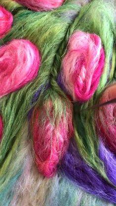Felt Crafts Diy, Felt Diy, Felted Wool Crafts, Nuno Felting, Wool Felting, Felt Pillow, Felt Pictures, Needle Felting Tutorials, Wool Embroidery