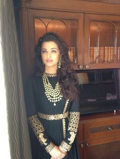 black and gold. Aishwarya Rai.
