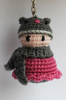 Dit lieve poppetje met berenmutsje is gebaseerd op een patroontje uit het boekje 'Gelukspoppetjes Haken' van Annemarie Arts. Het berenmuts...