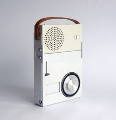 Braun - 1959 Portable Transistor Radio and Phonograph (model TP (MOMA Collection) Dieter Rams Vintage Design, Retro Design, Ui Design, Interface Design, Clean Design, Unique Vintage, Dieter Rams Design, Braun Dieter Rams, Poste Radio