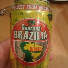 """Afinal quem não tem cão caça com gato. """"Melhor do Brasil"""" Pelo menos tem cor e o gosto lembra o guarana. Mas acho que isso é a distância falando"""
