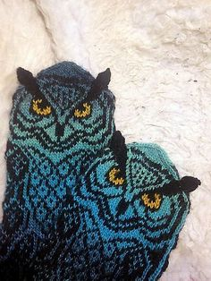 Owl mittens with knit-on ears. The PDF has longer and shorter mittens option. Knitted Mittens Pattern, Crochet Mittens, Knitted Gloves, Knitting Socks, Knitting Stitches, Hand Knitting, Knitting Patterns, Knit Crochet, Crochet Hats