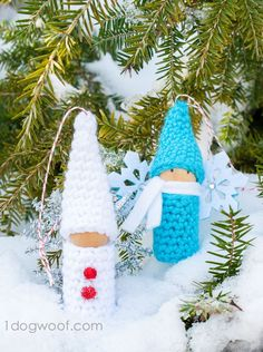 Cute crochet gnome cork peg doll tutorial by One Dog Woof.  Great last minute ornament idea or gift tag!