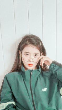 Look at her❤️❤️❤️❤️❤️❤️ Kpop Aesthetic, Aesthetic Girl, Aesthetic Images, Cute Korean Girl, Asian Girl, Korean Beauty, Asian Beauty, Iu Hair, Tumbrl Girls