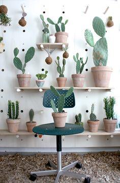 """Vores grønne """"kaktus"""" stol - KEVI fra Engelbrechts @bamwidget"""