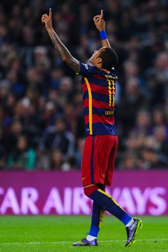Neymar of FC Barcelona celebrates after scoring his team's second goal from the penalty spot during the La Liga match between FC Barcelona and Rayo Vallecano at the Camp Nou stadium on October 2015 in Barcelona, Catalonia. Fc Barcelona Neymar, Barcelona Players, Good Soccer Players, Football Players, Fifa, Messi And Neymar, Uefa Champions League Groups, Bernabeu, Moise