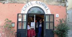 """Tempio+Pausania,+Il+Caffè+Gabriel,+un+locale+tipico+nel+centro+storico.+""""Attendo+che+qualcuno+si+offra+per+la+gestione+del+ristorante"""",+parla+Alessandro+Selis."""