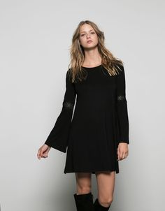 Robe Bershka baby doll manches longues avec dentelle. Taille XS.