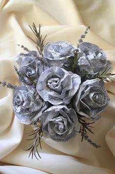 Croissant et de lavande fleurs: roses faites de papier d'aluminium