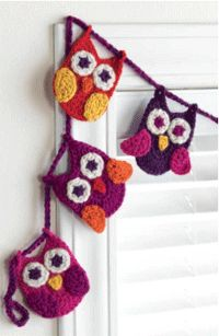 This owl bunting would be adorable in a kid's or baby's room. Owl Buntings and Afghans: The Perfect Crochet Home Decor - Crochet Daily - Blogs - Crochet Me