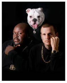 And then MTV's Rob and Big parodied it with their dog named Meaty. 12 Uncanny Parodies Of This Famous Death Row Records Portrait Rob And Big, Thor, Death Row Records, Big Family, Happy Family, Music Tv, Like A Boss, Big Black, Dog Names