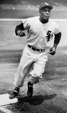 Minnie Minoso rounds the bases at Comiskey Park in Minoso was the first black man to play for the White Sox Negro League Baseball, Baseball Players, Baseball Cards, Mlb Players, Baseball Uniforms, Baseball Stuff, Football, Mlb The Show, White Sox Baseball