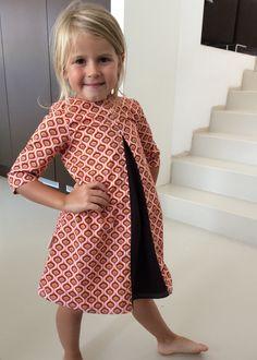 Birdie jurk Deze lijkt me leuk voor kleuter. Little Girl Outfits, Kids Outfits Girls, Little Girl Dresses, Toddler Outfits, Girls Dresses, Sewing Baby Clothes, Baby Kids Clothes, Toddler Fashion, Kids Fashion