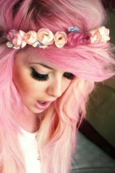 not sure what I love more, the lashes or the hair <3<3