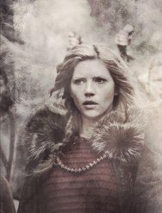 Viking Shield maiden outfits | Vikings (tv-series) Lagertha
