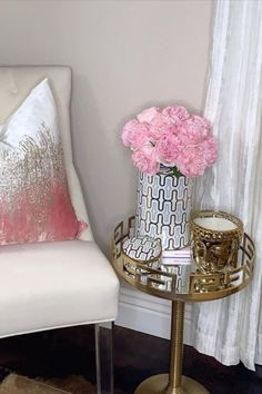 Want to style your living room nesting table with some bold statement pieces? All you need are these few things! Start with a gold Thompson Ferrier Buddha head candle that you can light nad fill your home with aromatherapy with. Next to that, place a tall vase with pink flowers in it for the ultimate touch of texture. pc: @decor_olgabrito