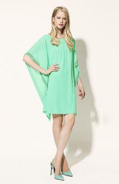 Chiccissime robe cocktail turquoise en mousseline avec manches chauve souris