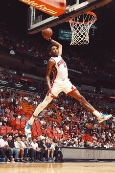 Derrick Jones Jr gets up for the ridiculous Alley Oop finish and ends with a perfect Jumpman logo impression (via NBA TV) Miami Heat Basketball, Basketball Legends, Sports Basketball, College Basketball, Basketball Players, Sports Art, Karl Malone, Nba Pictures, Basketball Pictures