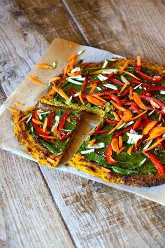 Une délicieuse pizza végane, où le fromage a été remplacé par une sauce à base de noix de cajou. Très facile à adapter selon la saison!
