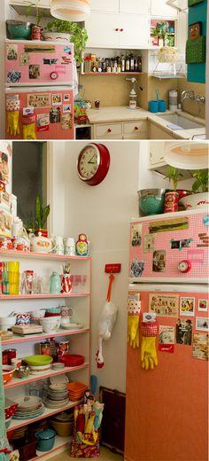 Ideia DIY: decorar luvas de borracha e prendê-las com ímãs na geladeira. <3