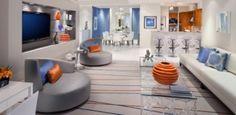 wohnzimmer-modern-design-futuristische-möbel-formensprache-orange-farbakzente